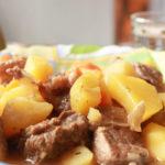 Картошка тушеная с мясом в мультиварке