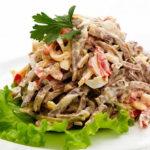 Салат с говядиной, грибами и болгарским перцем